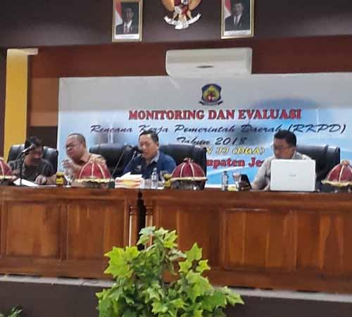 Rapat Monitoring dan Evaluasi RKPD Pemkab Jeneponto Triwulan II T.A. 2018 dipimpin oleh Pj. Sekda, Dr. dr. H.M. Syafruddin Nurdin, M.Kes. (Jumat, 13/7) di Ruang pola kantor Bupati Jeneponto.