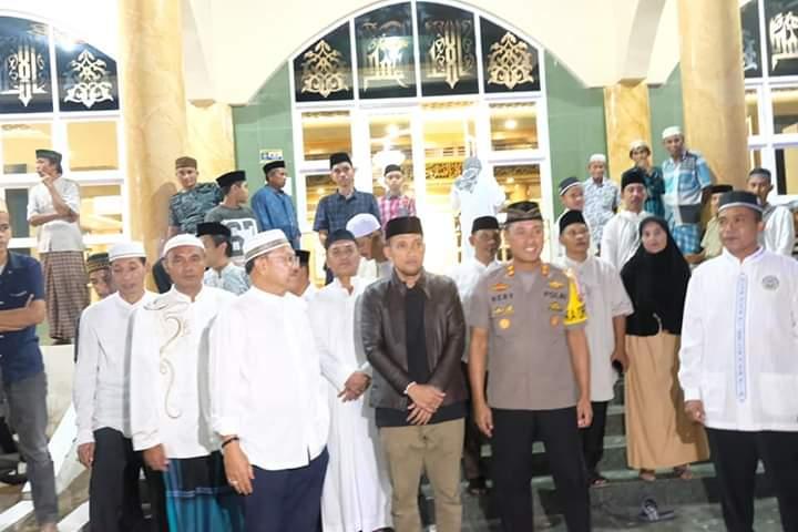 Pelepasan pawai takbir keliling Pemkab Jeneponto oleh Bupati Jeneponto, Iksan Iskandar di halaman Masjid Agung.